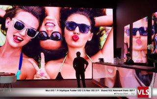 scénographie mode en LED stand heavent Paris 2017