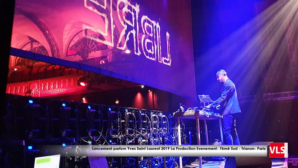 DJ set avec projection effet hologramme