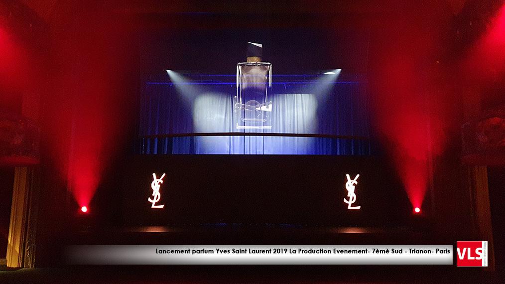 lancement parfum avec effet hologramme et mur LED