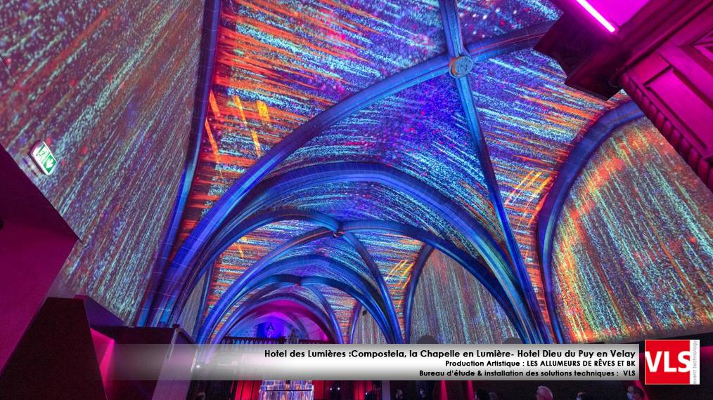 Mapping indoor immersif spectacle Hotel des lumières La Chapelle en lumière Compostela Puy en Velay